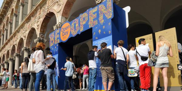 Studenti all'Open day