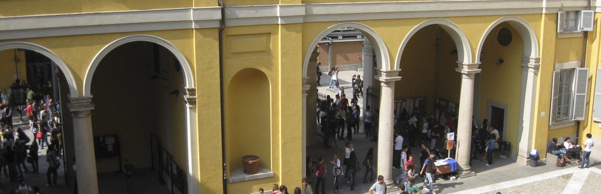Studenti nel cortile interno
